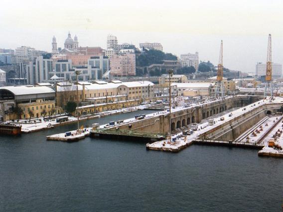 Bacini 4 e 5 ammalorati nel porto di Genova