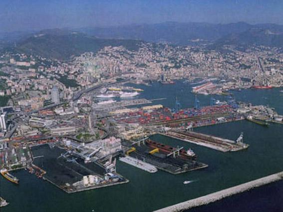 Porti Genova-Savona: aprile da profondo rosso