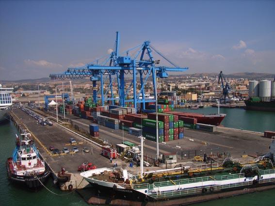 Si cerca di evitare la tassazione dei porti italiani