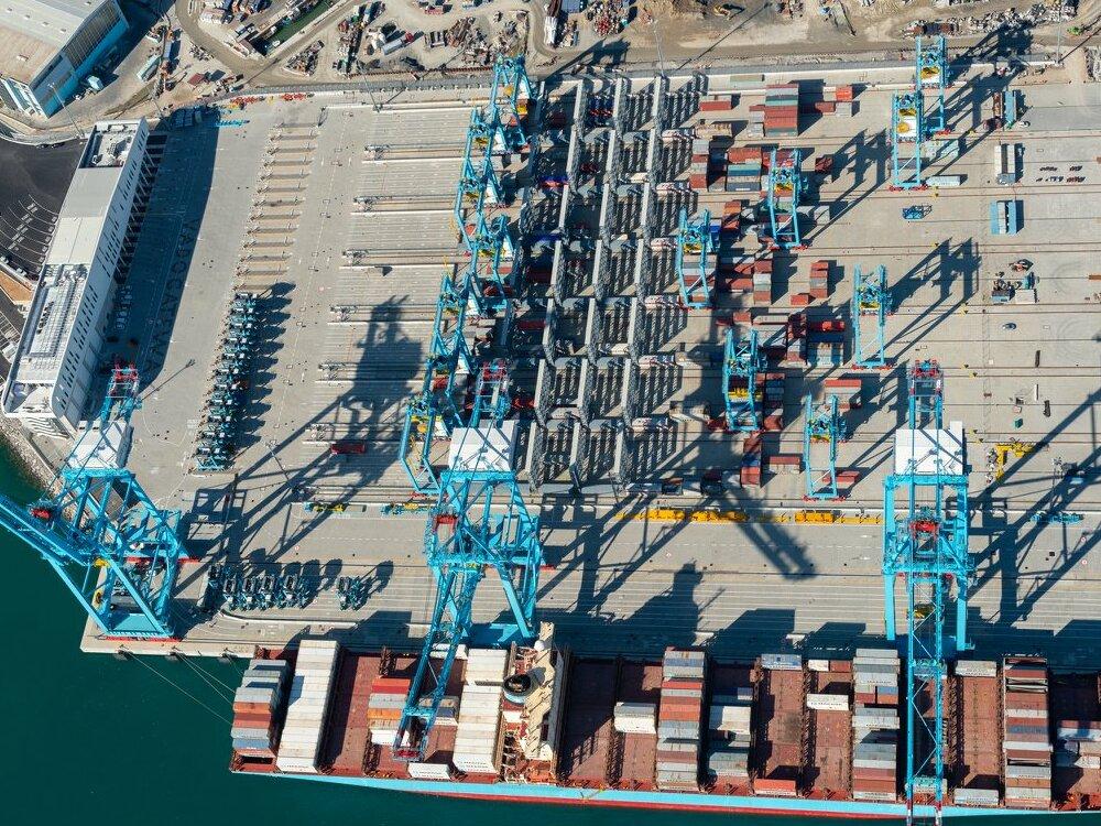 La M/V Maersk Nora al porto di Vado Ligure